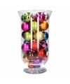 Kerst woondecoratie vaas met felgekleurde kerstballen en lampjes